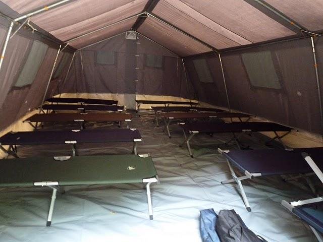 location tente avec lit de camp