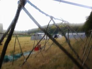Les tentes des loups vues du réfectoire