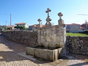 Fontaine / lavoir dans le village de Moimenta.